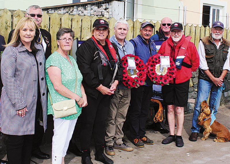 Relatives pay respect to  remember war victims